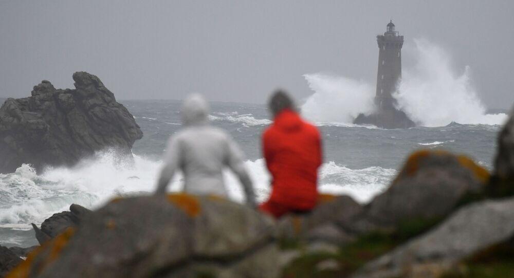 Silný vítr několik hodin před bouři Amélie ve Francii