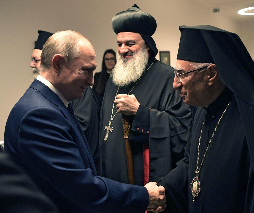 Ruský prezident Vladimir Putin se během schůzky s maďarským premiérem Viktorem Orbánem setkal s představiteli křesťanských církví na Blízkém východě (30. 10. 2019).