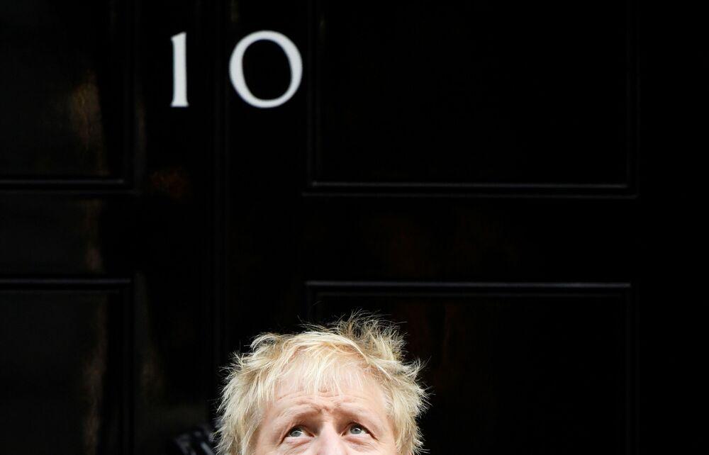 Britský premiér Boris Johnson před svým sídlem v Downing Street 10 (28. 10. 2019)