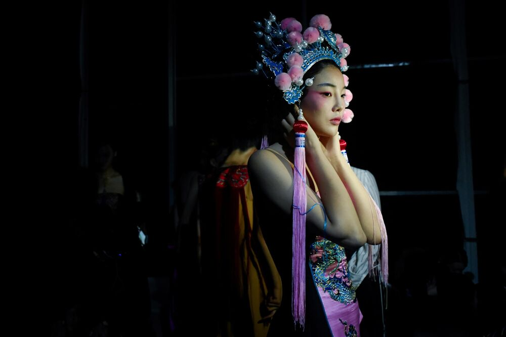 Modelka na týdnu módy v Pekingu (28. 10. 2019)