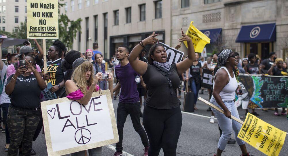 """""""Musíme se bránit."""" Fiala upozornil na protibělošský rasismus na Západě. Svědectví, ze kterých mrazí"""