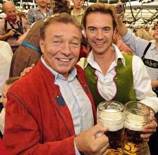 Karel Gott a televizní moderátor Florian Silberaisen v Mnichově