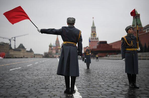 Rozvádění vojsk během generální zkoušky pochodu věnovanému 78. výročí vojenské přehlídky z roku 1941 na Rudém náměstí  - Sputnik Česká republika