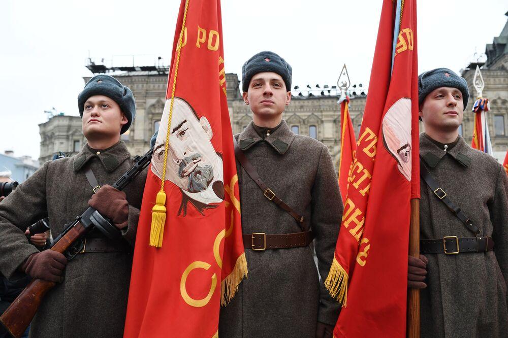 Generální zkouška pochodu věnovanému 78. výročí vojenské přehlídky z roku 1941 na Rudém náměstí