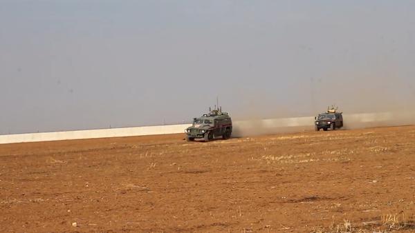 Rusko a Turecko mají za sebou druhou společnou hlídku v Sýrii. Jaké trasy projely a jakými obrněnými vozy?  - Sputnik Česká republika
