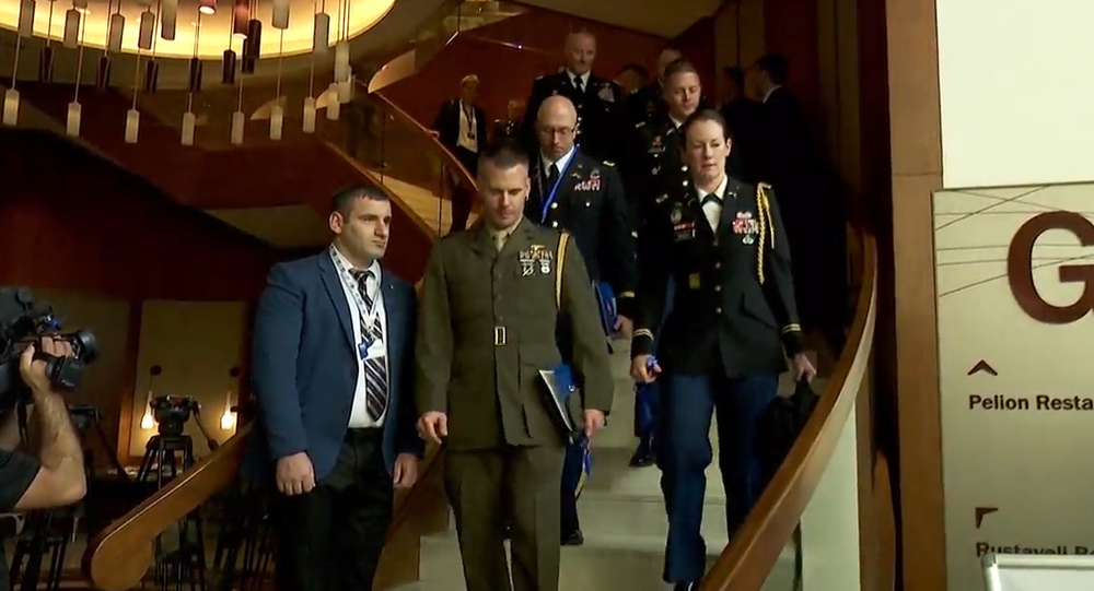 Vysoce postavení činovníci NATO a světové vojenské velení byli evakuováni z konference o obraně a bezpečnosti
