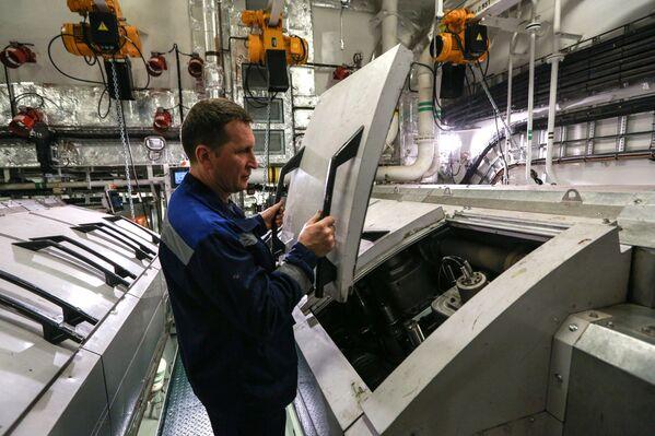 Pracovník na ledoborci Ob - Sputnik Česká republika
