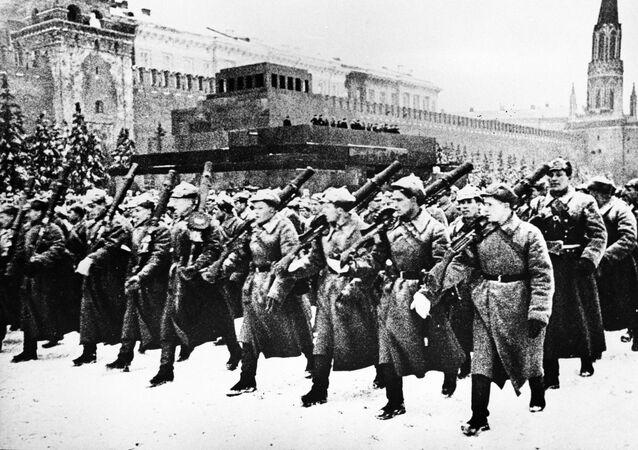 Vojenská přehlídka 7. listopadu 1941