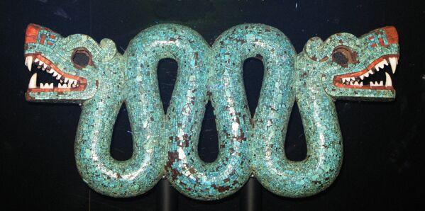 Aztécký dvouhlavý had vyrobený z tyrkysu ze sbírky Britského muzea - Sputnik Česká republika