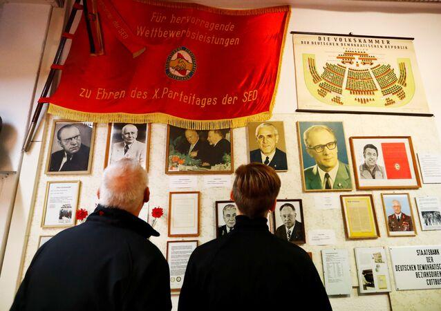 Návštěvníci Muzea NDR v Pirnu, Německo