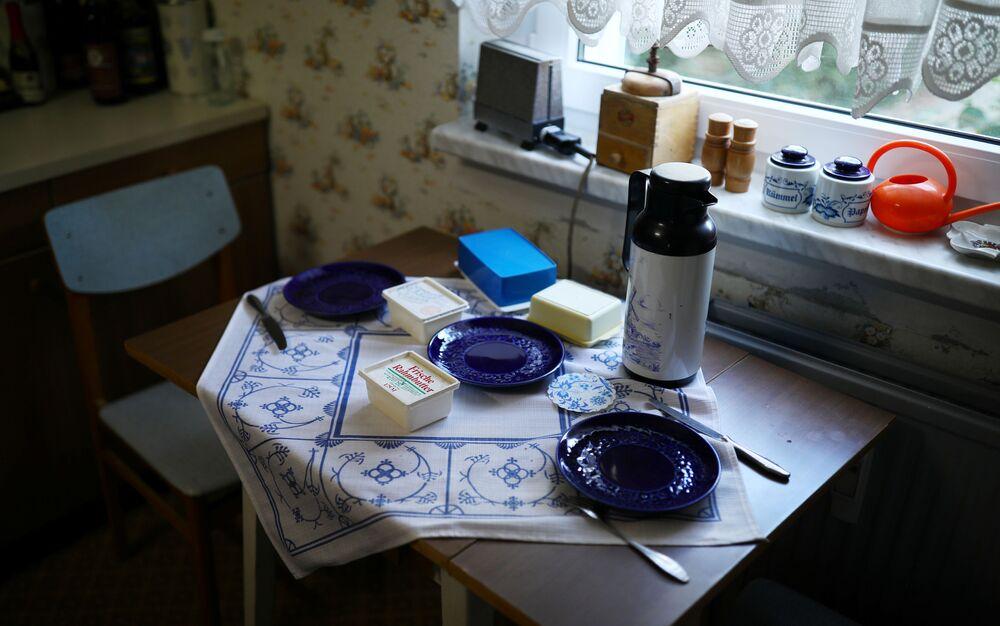 Kuchyňské nádobí z období socialismu v Muzeu NDR v Pirnu, Německo