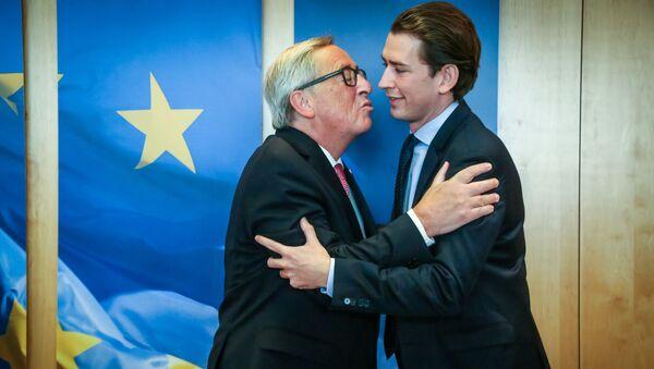 Předseda Evropské komise Jean-Claude Juncker a Sebastian Kurz na summitu EU v Bruselu - Sputnik Česká republika