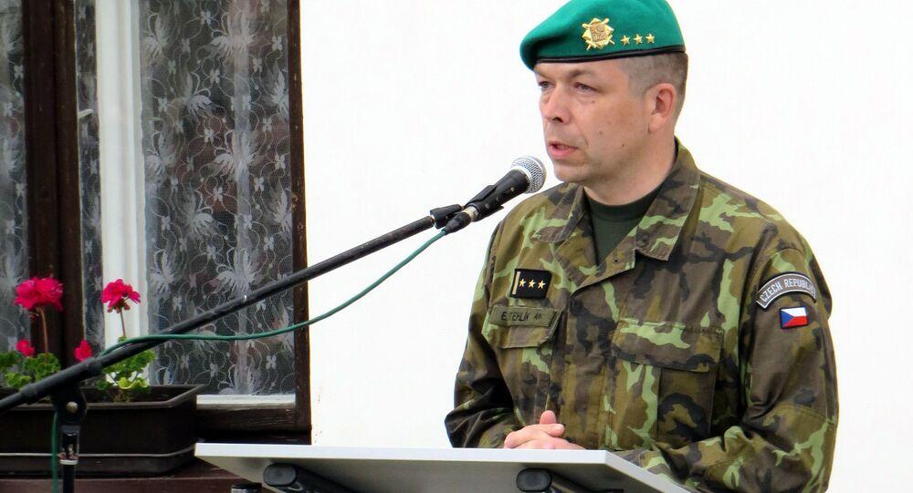 Eduard Stehlík na pietním aktu k uctění památky skupiny Silver A. Plk. Eduard Stehlík