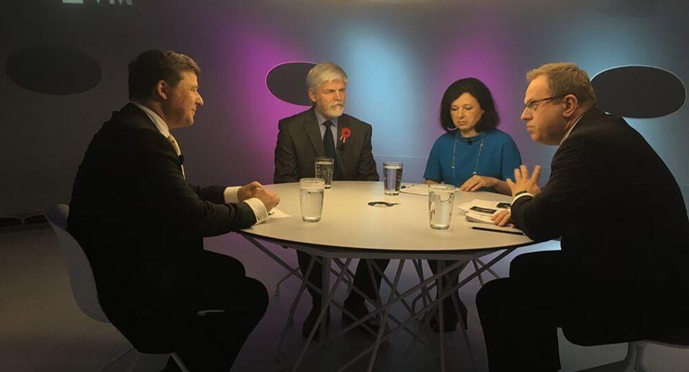 Eurokomisařka Věra Jourová a bývalý předseda Vojenského výboru NATO Petr Pavel vpořadu Otázky Václava Moravce 10. listopadu 2019