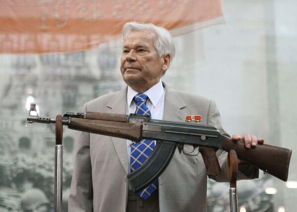 Zbraň století. Uplynulo 100 let od narození konstruktéra AK-47 Michaila Kalašnikova - Sputnik Česká republika