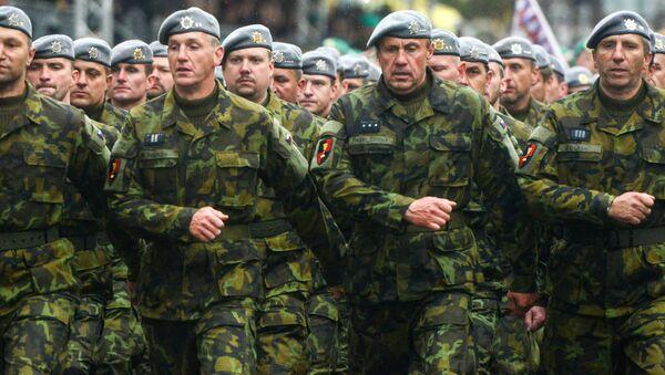 Марширующие чешские военные - Sputnik Česká republika