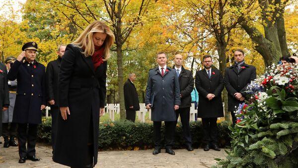 Slovenská prezidentka na vojenském hřbitovu Petržalka – Kopčany vBratislavě uctila památku padlým v 1. sv. válce - Sputnik Česká republika