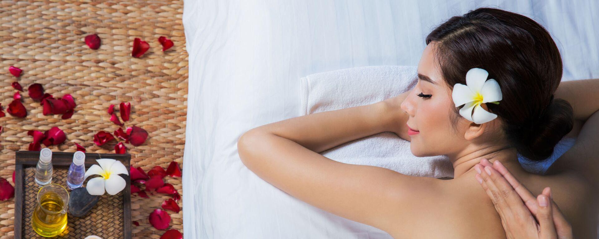 Dívka relaxuje ve spa salonu - Sputnik Česká republika, 1920, 30.04.2021