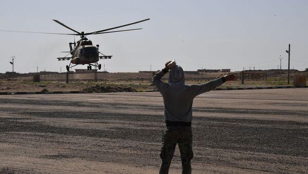 Vrtulník Mi-8 v Dajr az-Zaur - Sputnik Česká republika