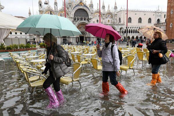 Turisté na náměstí svatého Marka v Benátkách - Sputnik Česká republika
