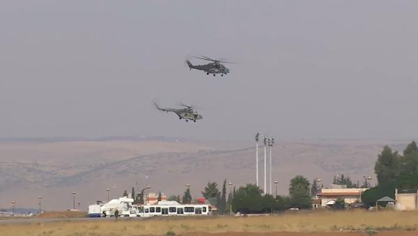 Kam? Vrtulníky VKS Ruska byly hromadně přemístěny na jiné syrské letiště  - Sputnik Česká republika