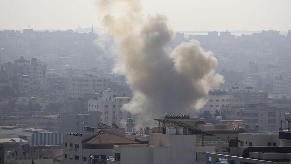 Dým na Pásmem Gazy po útocích izraelské armády. Ilustrační foto - Sputnik Česká republika