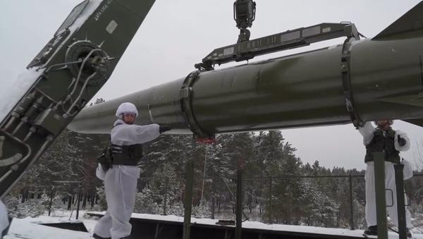 Video: Unikátní záběry zevnitř ruského raketového komplexu Iskander-M.  Jak ho jednotky Ruska ovládají?  - Sputnik Česká republika