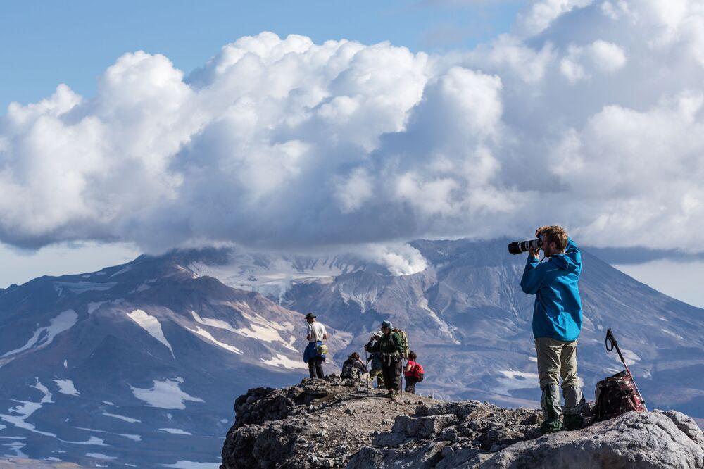 Vulkány Mutnovskij a Gorelyj (Kamčatka, Rusko)