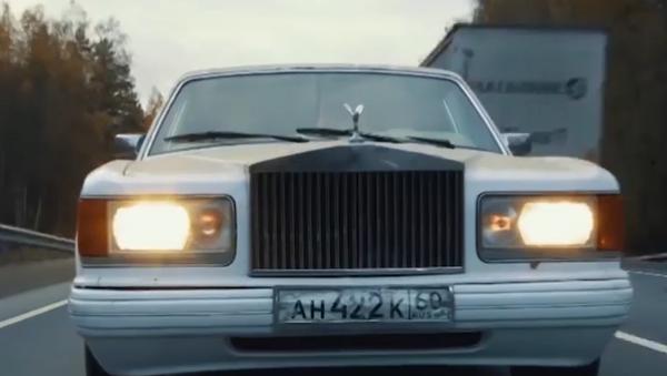 Video: Jak si koupit Rolls-Royce a stát se členem elitního automobilního klubu jen za 100 000 Kč.  Opravdový příběh!  - Sputnik Česká republika