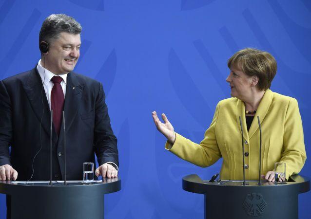 Německá kancleřka Angela Merkelová a ukrajinský prezident Petro Porošenko. Berlín, 16. března.