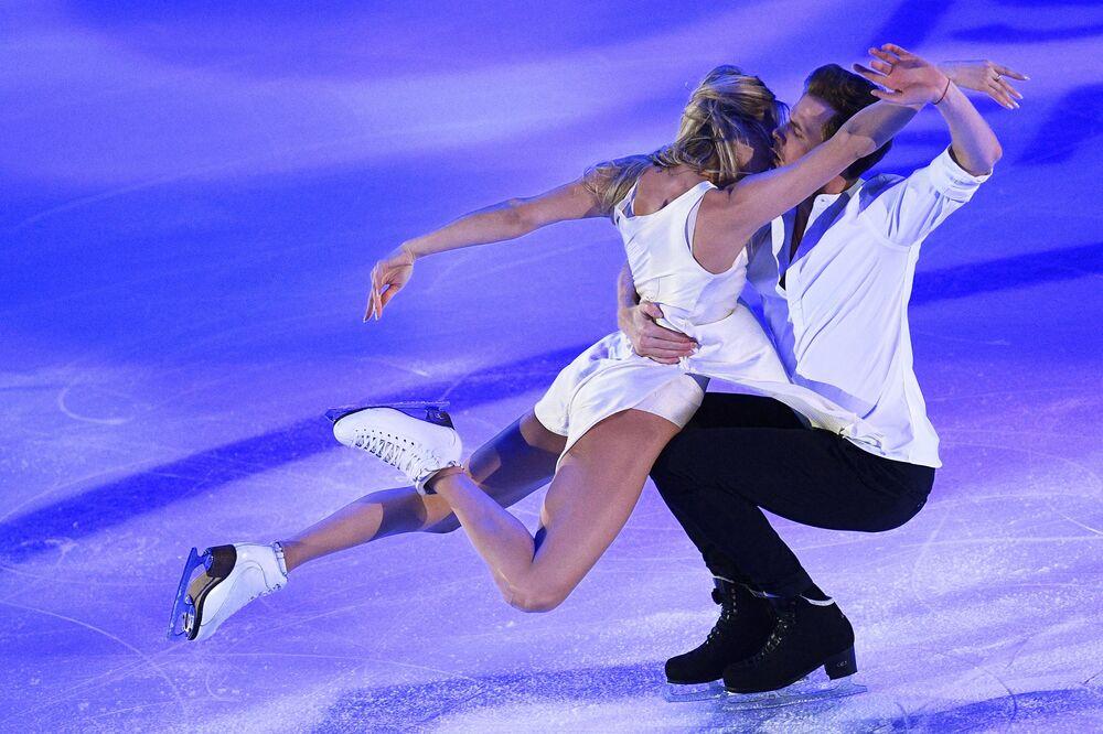 Ruský pár Viktoria Sinicina a Nikita Kacalapov na Grand Prix v krasobruslení v Moskvě.
