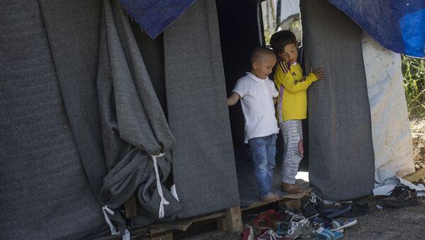 Dětští uprchlíci na řeckém ostrově Lesbos - Sputnik Česká republika