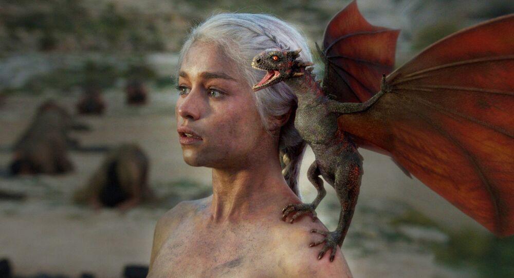 Daenerys Targaryenová s drakem