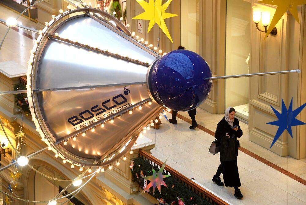 Kouzelný novoroční stromeček Sputniku v srdci Ruska hovoří až 33 jazyky