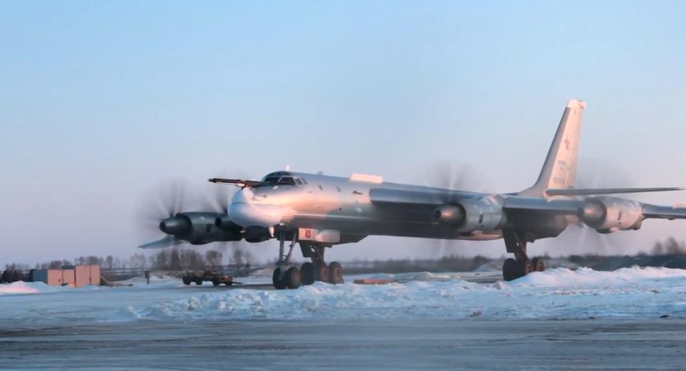 Video: Ruské bombardéry Tu-95MS přes deset hodin létaly nad vodami tří moří