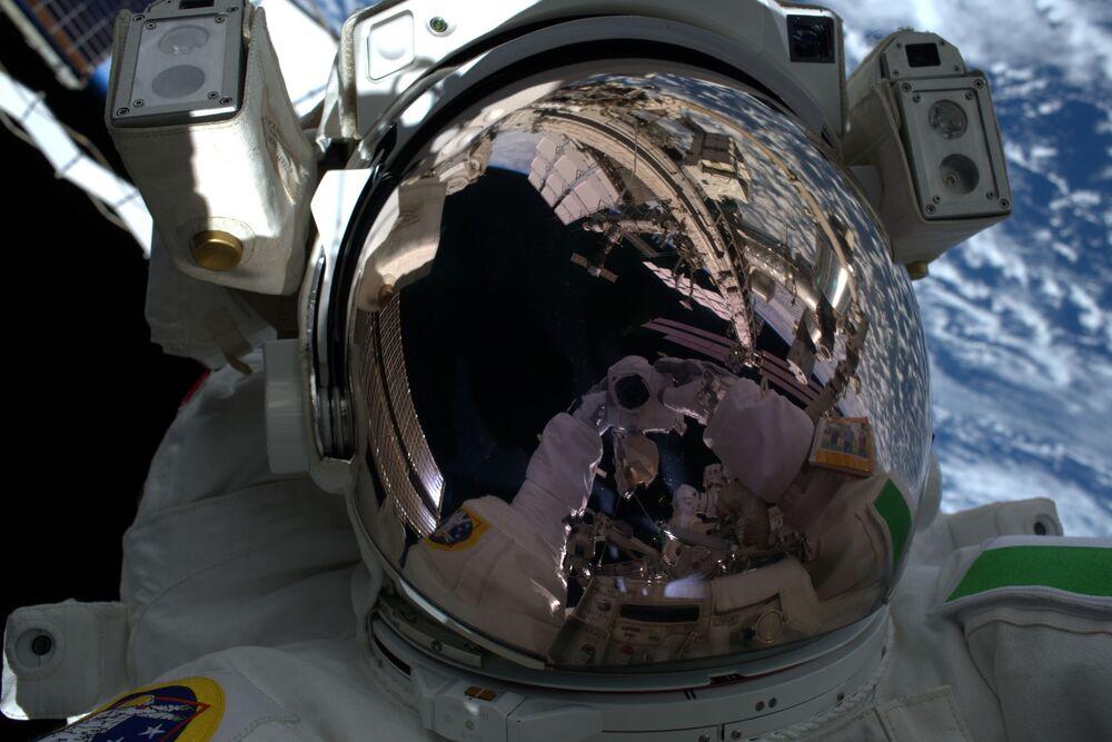 První fotografie z vnějšího vesmíru italského astronauta Luca Parmitana