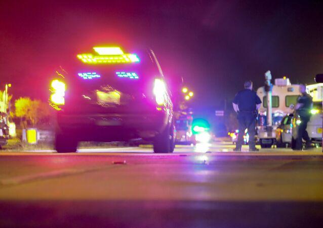 Policie a sanitka. Illustrační foto