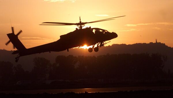 Útočný vrtulník AH-64 Apache  - Sputnik Česká republika