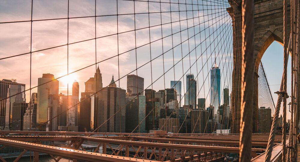 Pohled z Brooklynského mostu na New York
