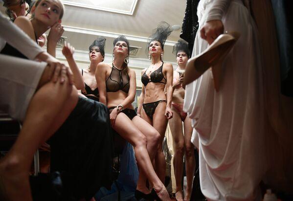Modelky před módní přehlídkou na krymském týdnu módy v Jaltě - Sputnik Česká republika