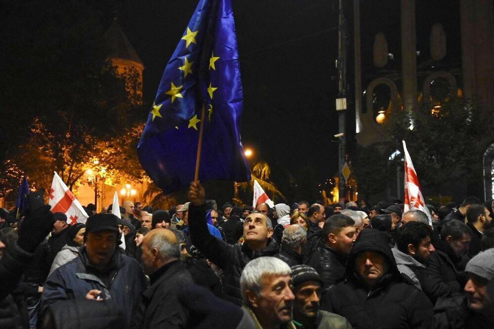 Protestující v Tbilisi