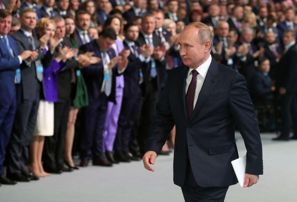Ruský prezident Vladimir Putin a ruský premiér Dimitrij Medveděv se účastní kongresu strany Jednotné Rusko