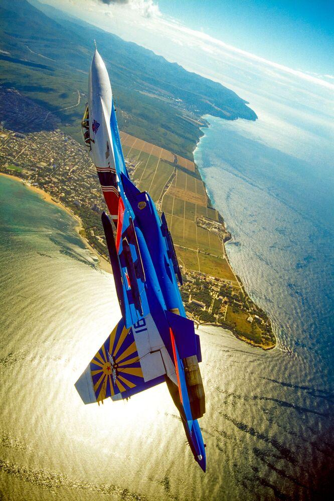 Letadlo ruského akrobatického týmu Russkije viťazi