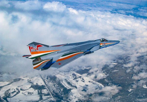 Stíhací bombardér MiG-27M se složeným křídlem - Sputnik Česká republika