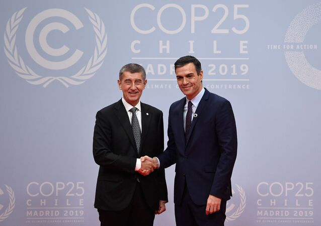Český premiér Andrej Babis a španělský premiér Pedro Sanchez na summitu OSN v Madridu