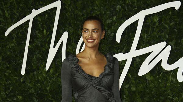 Модель Ирина Шейк на The Fashion Awards 2019 в Лондоне - Sputnik Česká republika
