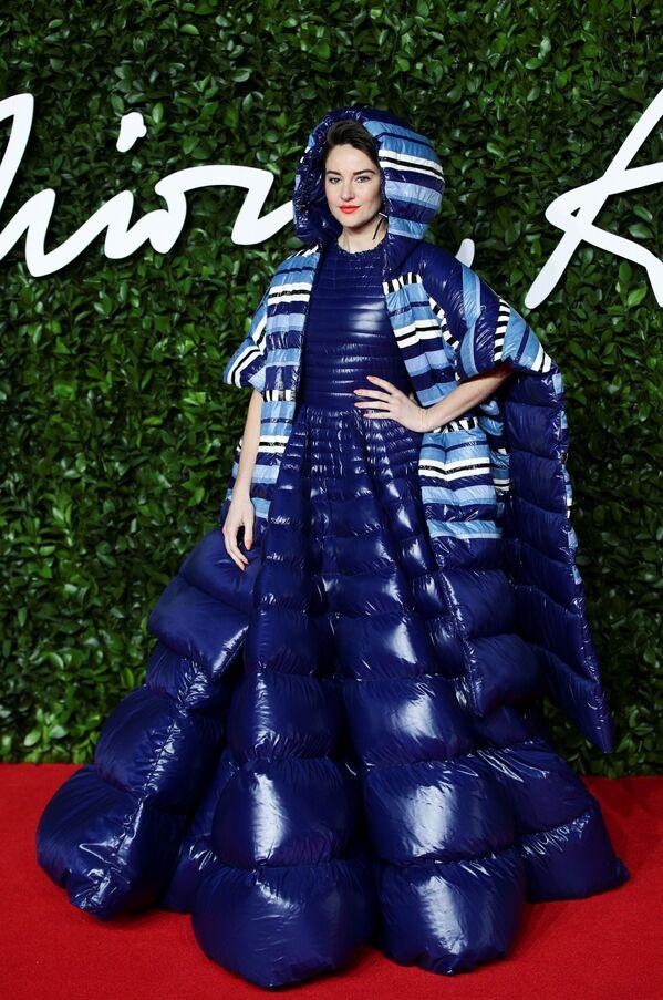 Zářivější než hvězdy: Herečky a modelky v úchvatných šatech na červeném koberci The Fashion Awards v Londýně - Sputnik Česká republika