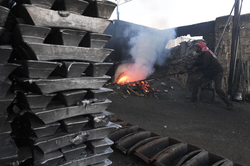 Oheň a kov pro mírové účely aneb Jak funguje hliníkárna na předměstí Damašku