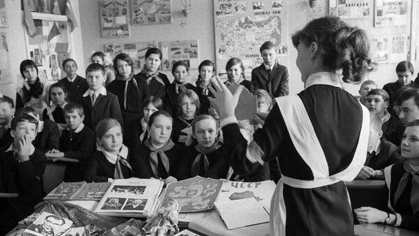 Saratovská škola №76, Klub sovětsko-československého přátelství - Sputnik Česká republika
