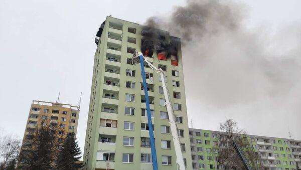 Výbuch plynu a následný požár v panelovém domě v Prešově - Sputnik Česká republika